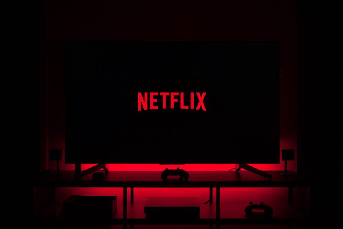 El botón de reproducción aleatoria de Netflix lo ayudará cuando no sepa qué mirar