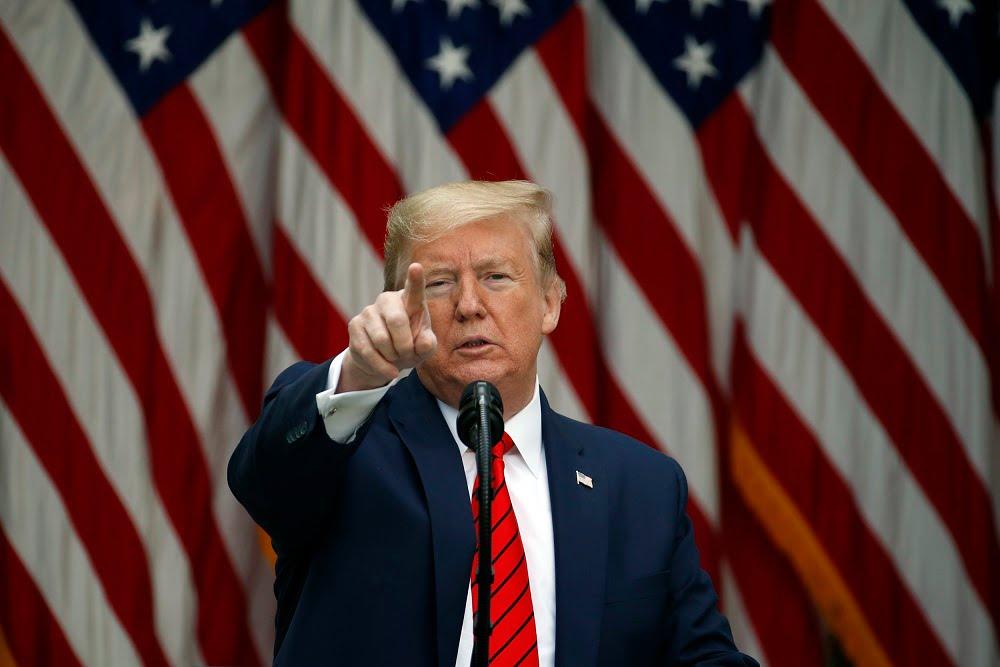 Trump firmó una nueva orden ejecutiva para prohibir 8 aplicaciones chinas